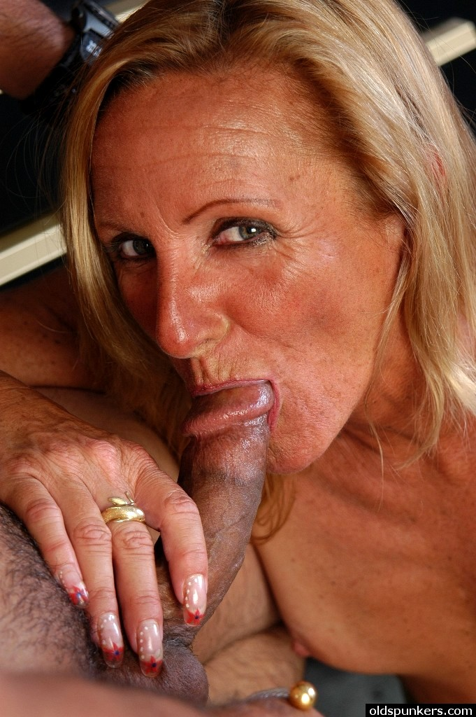 naked-mature-movies-spunker-transsexual-younglittle