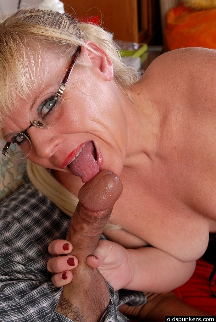 Smoking hot older babe from old spunkers congratulate