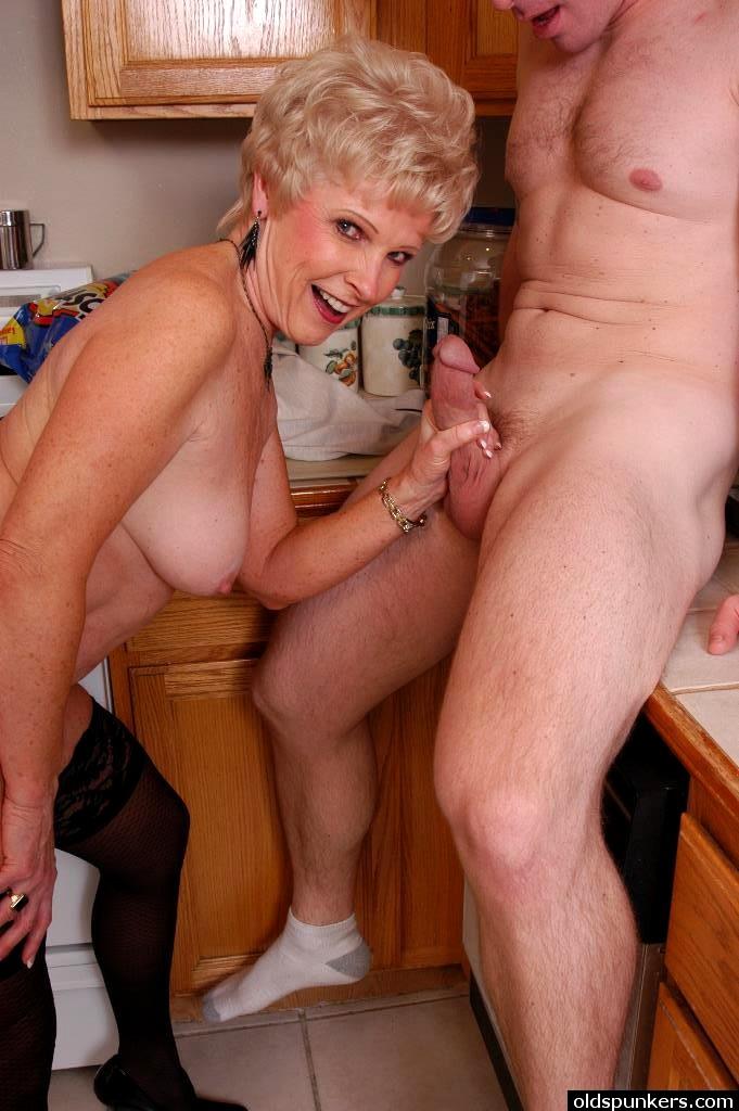 Порно Инцест Молодых Бабушек