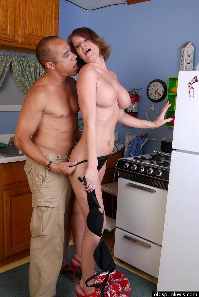 зрелые мамочки порно на кухне - 7