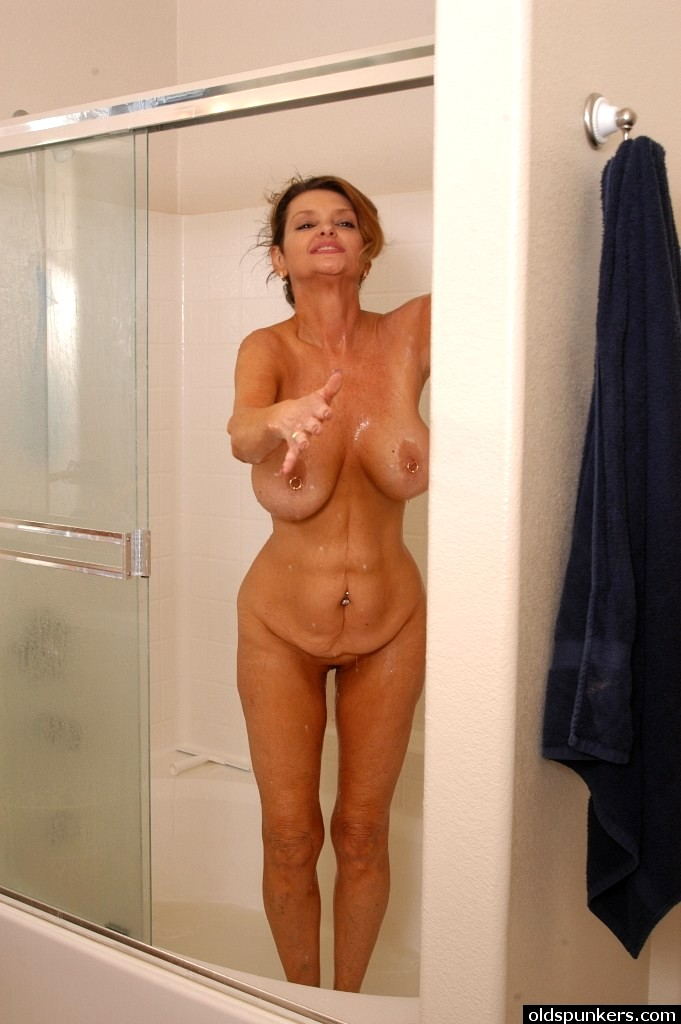 real moms caught nude