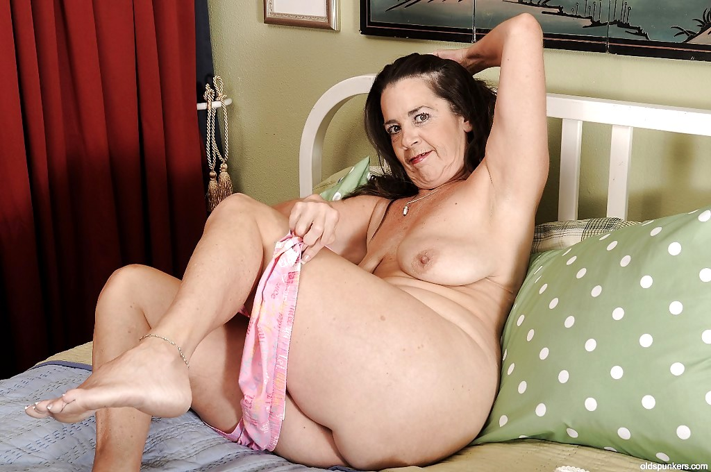 Mature Tia Sex Pics 28