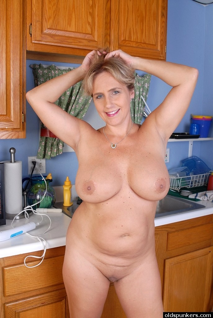 Women with huge natural tits-4695