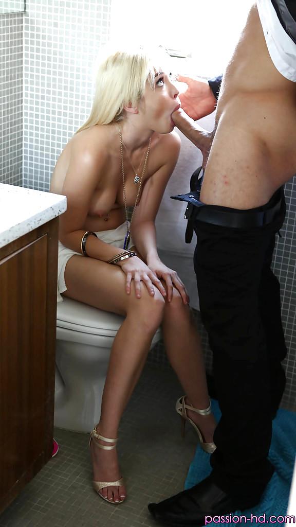 Очередь В Туалете Хуй Сасут Порно Фото