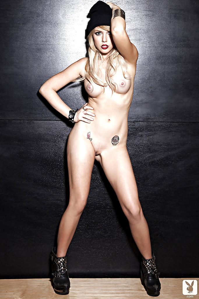 рокерша эротика фото брюнетка огромными сиськами