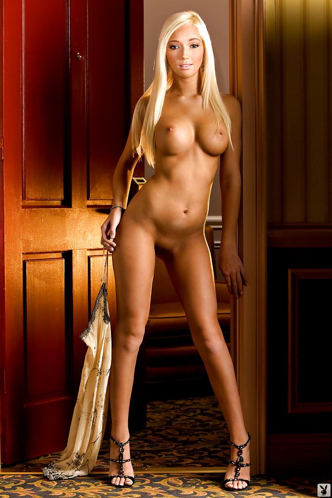 длинноногая красавица с красивой грудью секс персонажи