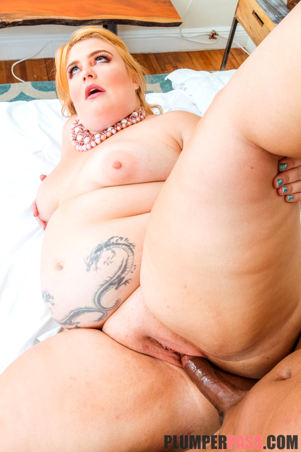 Plump Stars nude pics, images and galleries