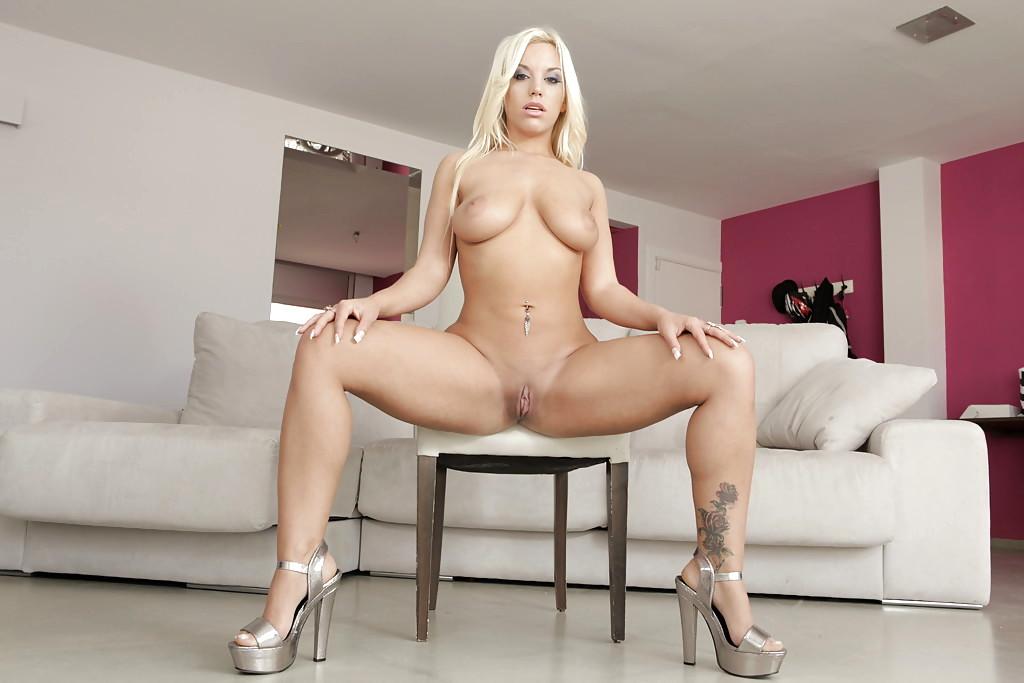 Watch Blondie Fesser's Free Adult Images