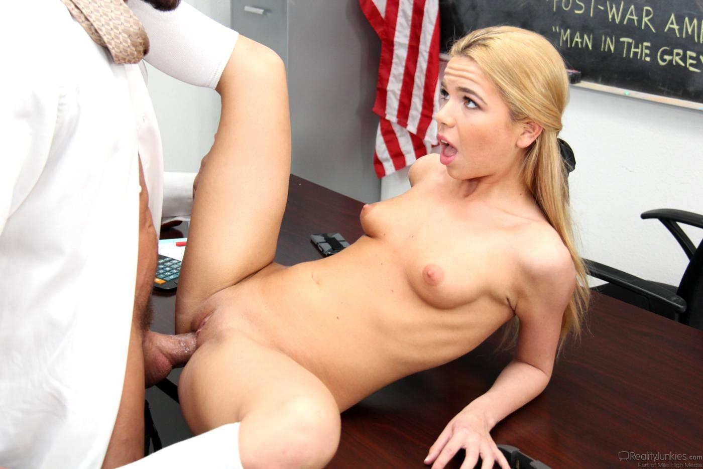 Tennage girl naked having a orgasim