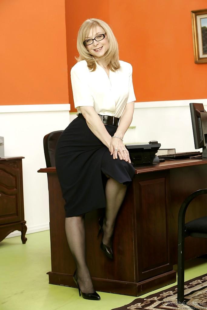 заголовки в офисе с пожилой уборщицей онлайн фото инцест
