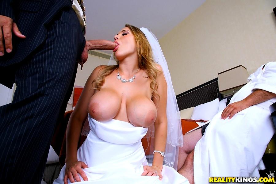 порно пышных платьях целует