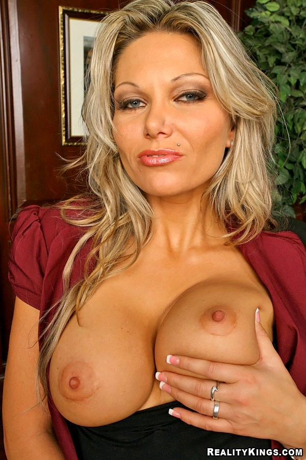 Частное фото порно актрисы анна нова порно онлайн
