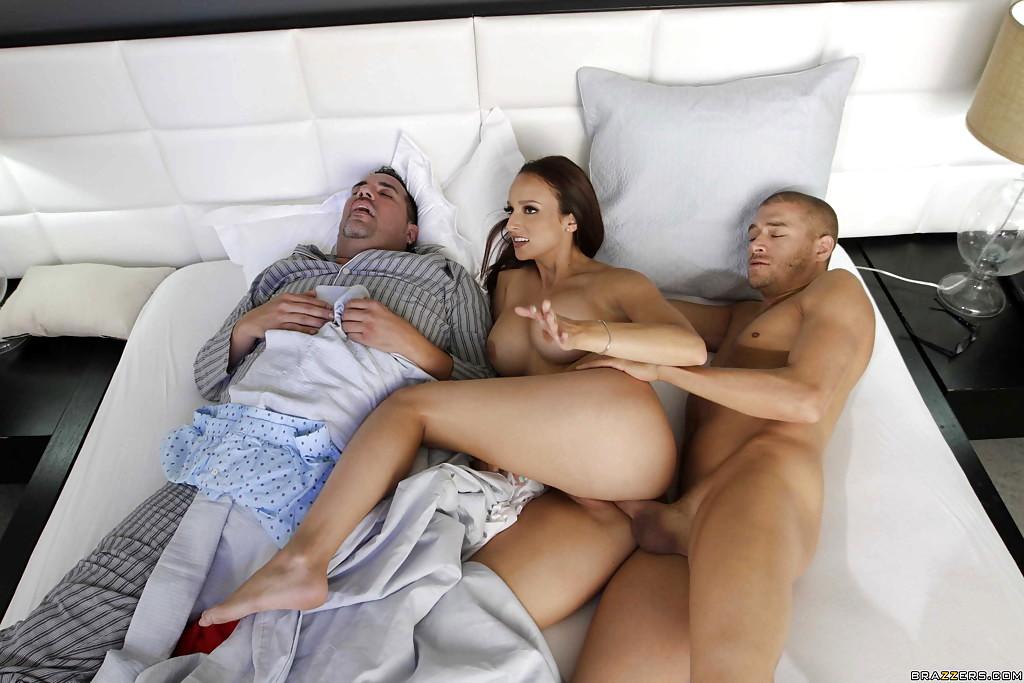 Порно Пока Муж Спит Бесплатно