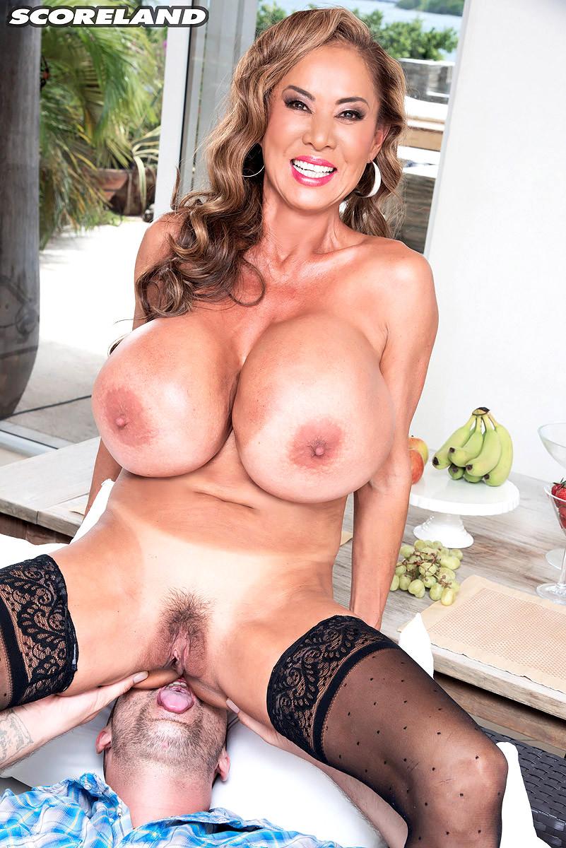 Kelly big tits movies
