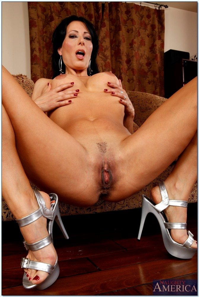 Babe Today Seduced By A Cougar Zoey Holloway Anonymous Legs Thumbnails -6342