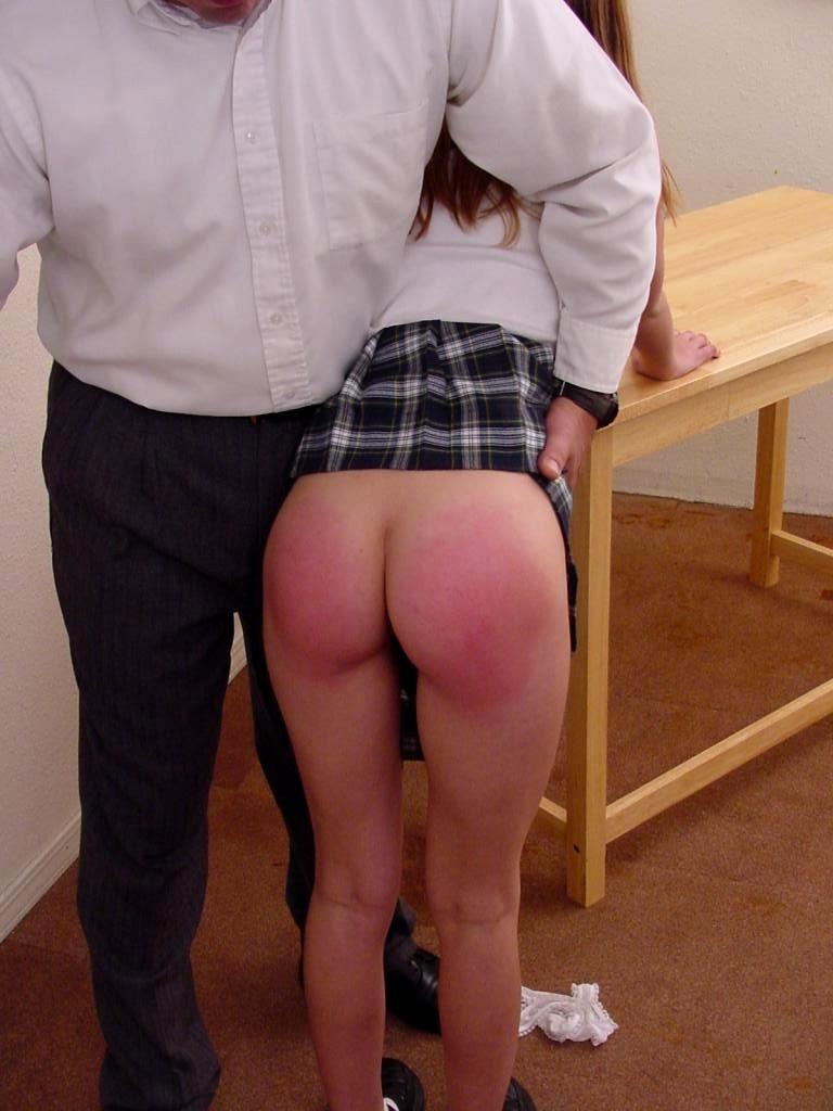 spanking-cherez-koleno-horoshee-porno-transov-smotret-onlayn