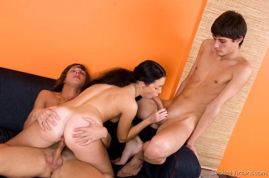 парень уламывает на секс девушку свою наших салонах шикарные