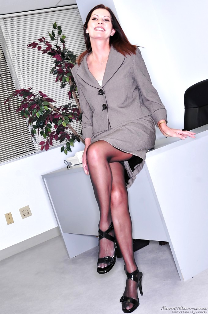 Mature boss woman Magdalene St Michaels spreading hairy pussy in office  884517