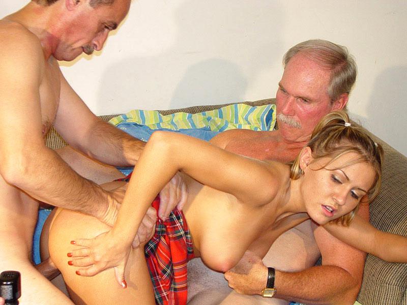 Массаж голые порно старики ебут шлюх