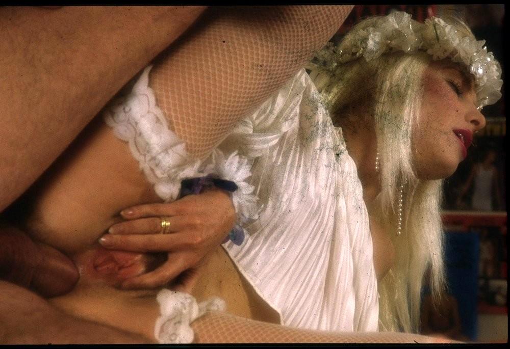 Посмотреть порнофыльм главной роли иллони стар чичолина онлайн, руками в попу парню порно видео