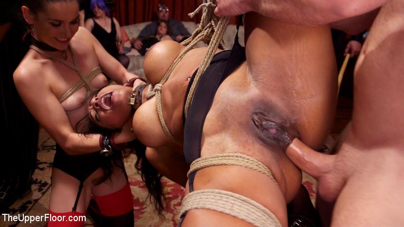 """BDSM-Orgie mit Aiden Starr, Amara Romani, Sadie Santana, Kasey Warner, Ember Stone"""