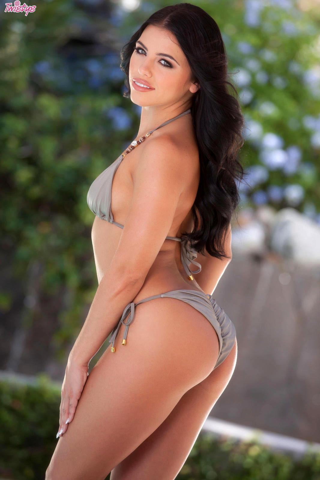 Adriana Checik
