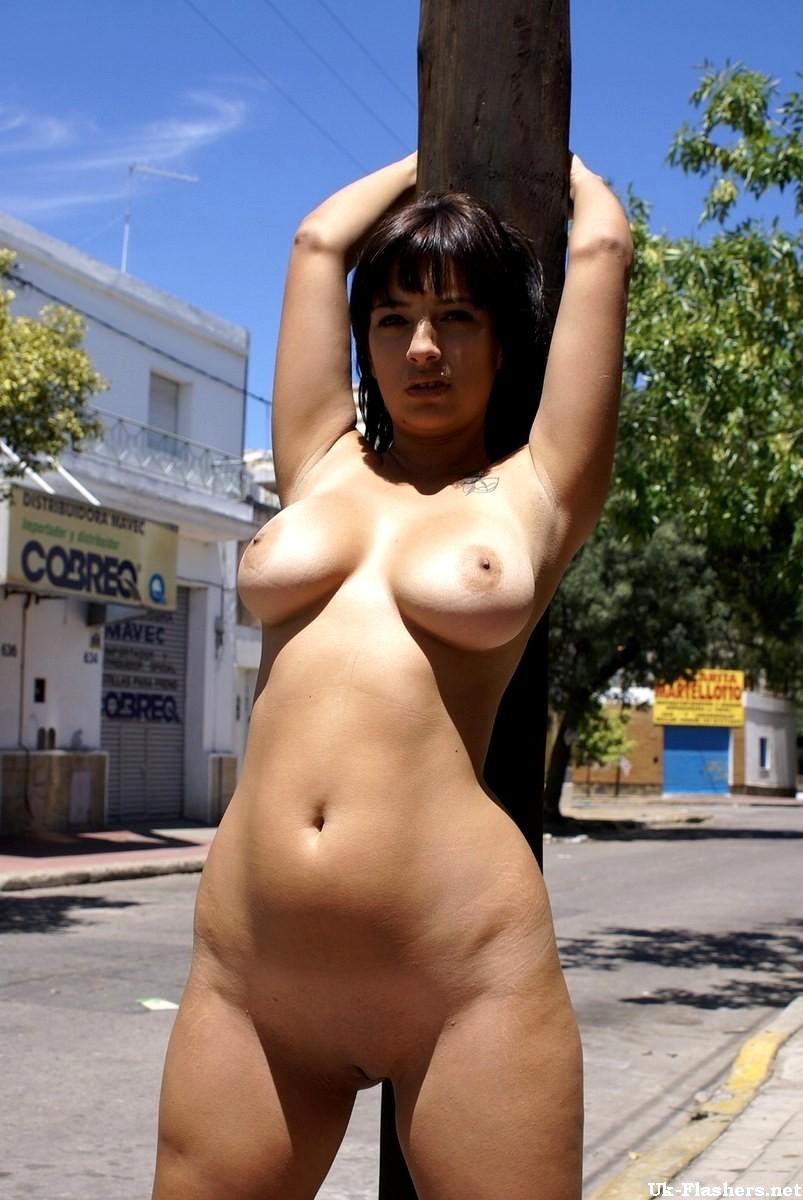 hot girls flashing nude