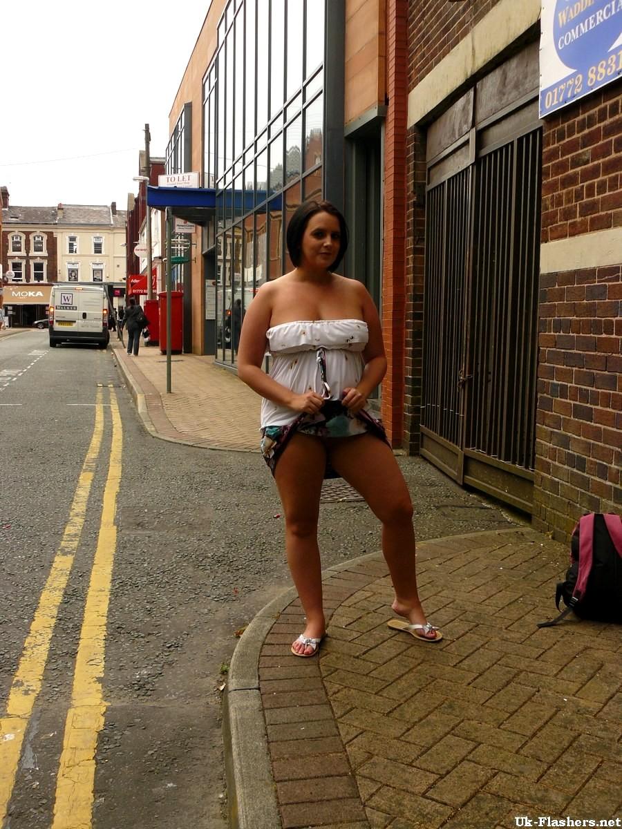 Sarah jane s busty amateur milf flashing