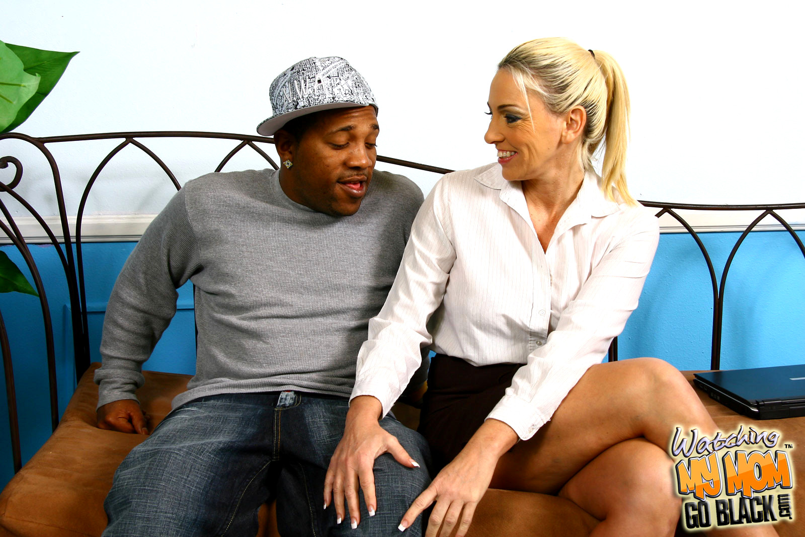 Babe Today Watching My Mom Go Black Cayla Craves Porno -8315