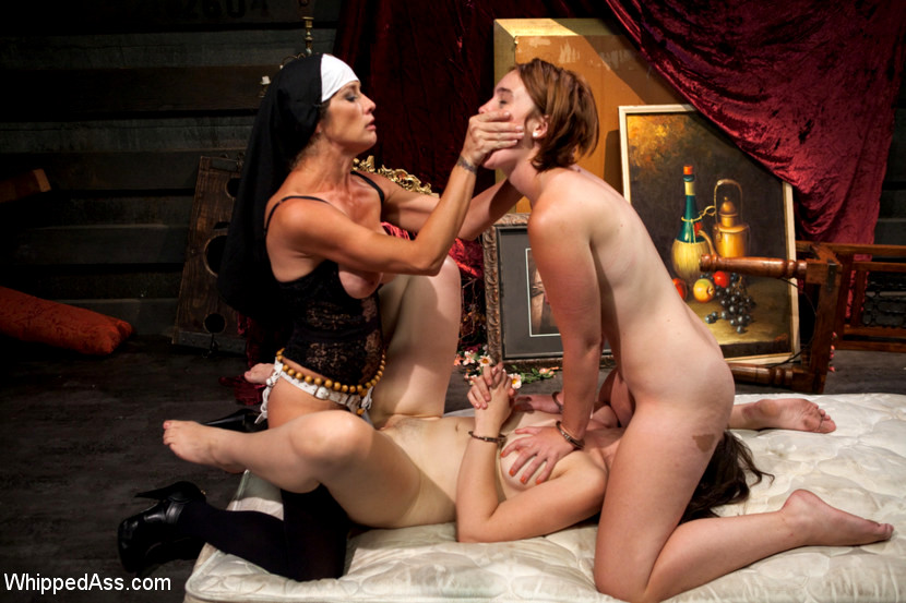 Nasty syren de mer teaches jill kassidy how to be a lesbian - 3 part 9