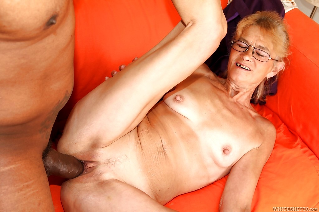 Indian desi old lady porn photo