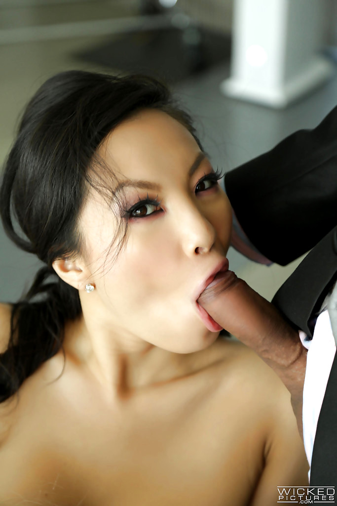 video-hot-asa-akira-giving-blowjob-pics