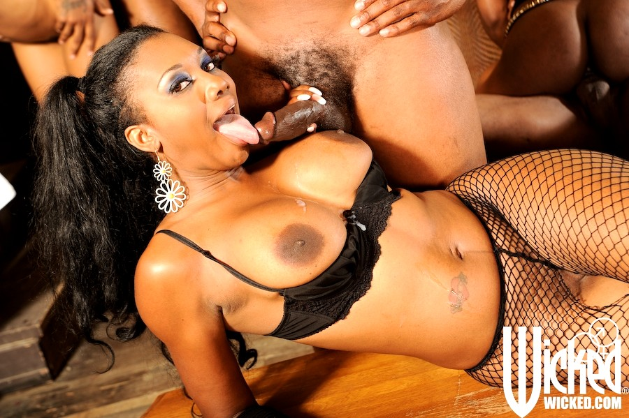 Babe Today Wicked Marie Luv Jada Fire Nyomi Banxxx Porno -8566