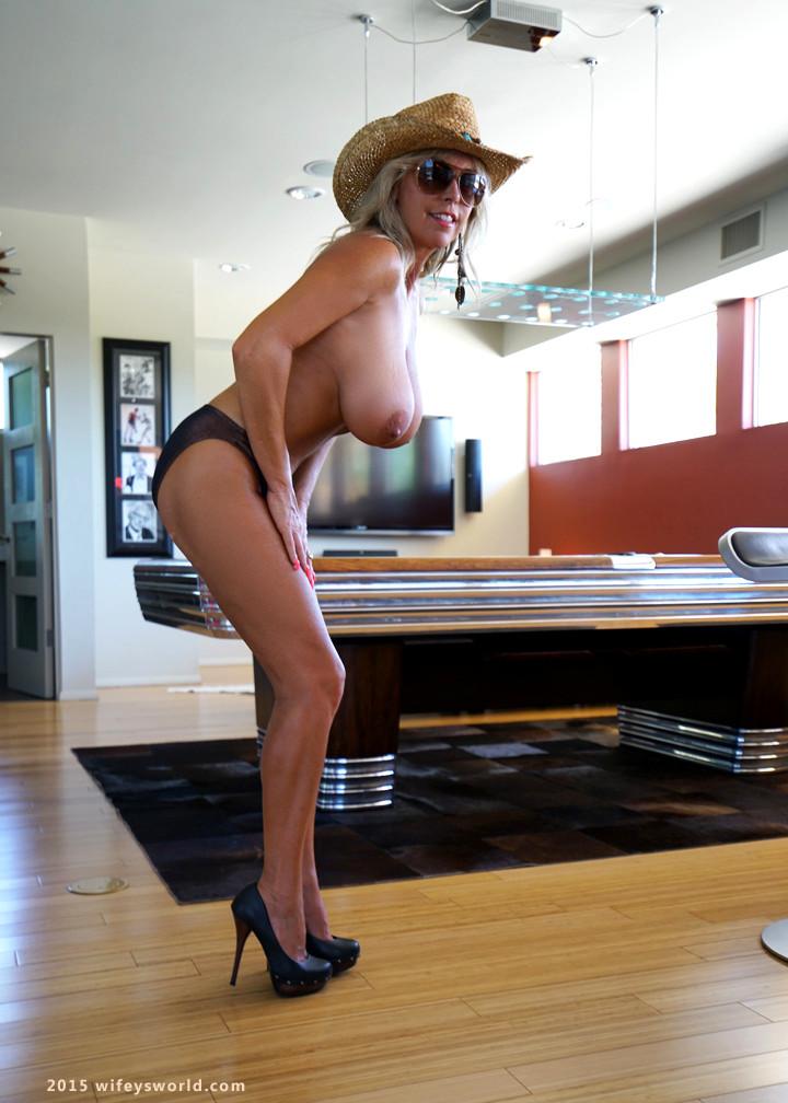 Sandra Otterson Boobs