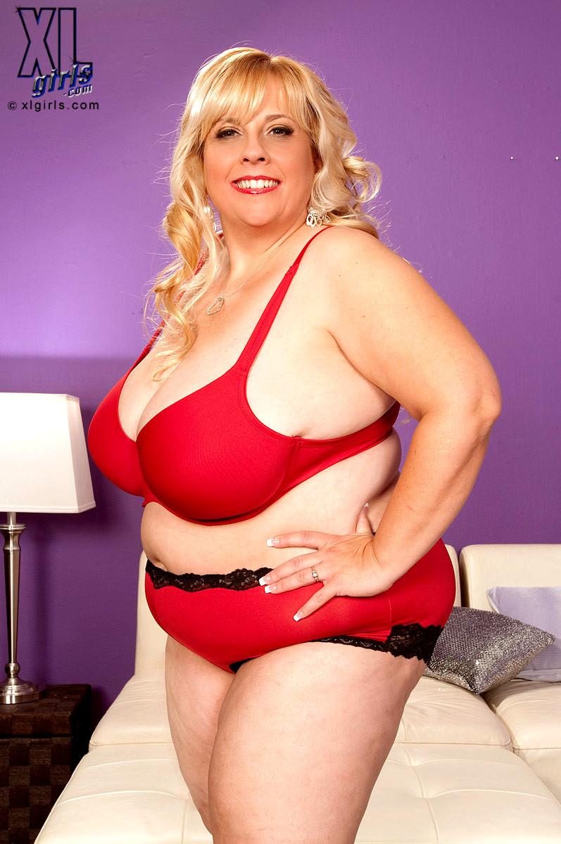 Böse blonde Cassie Blanca fickt hässliche Kerl mit riesigen Schwanz