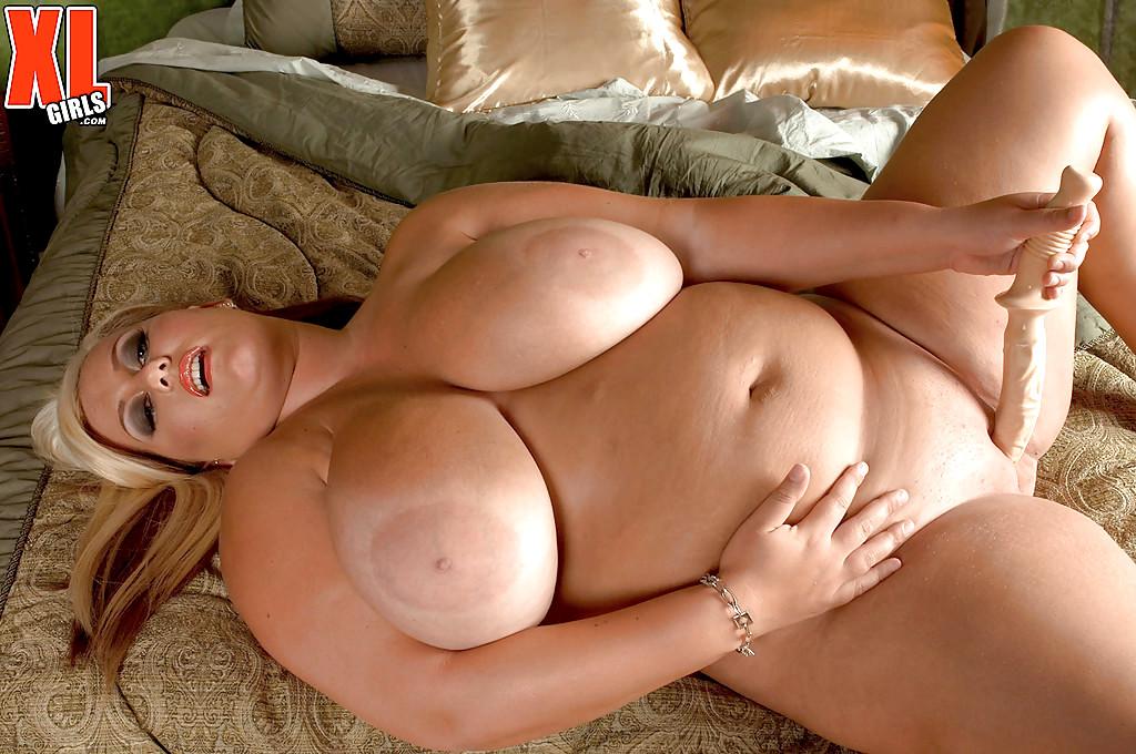 image 36 g saggy tits bbw milf lateshay big yellow bra strip