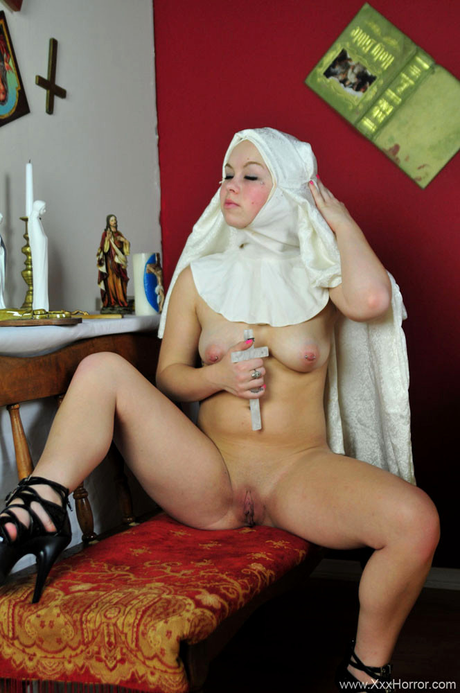 Naked pics of young nuns — photo 5